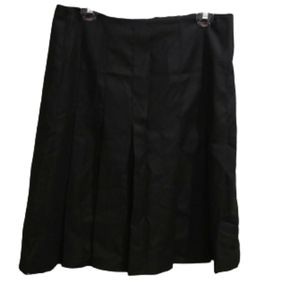 NWT Banana Republic Black pleated skirt